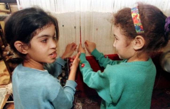 960x614_deux-petites-filles-atelier-tapisserie-rabat