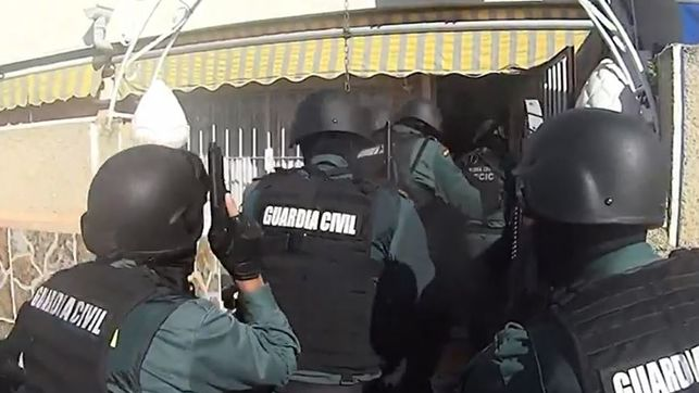 Momento-Guardia-Civil-detencion-Torrevieja_EDIIMA20181120_0223_4