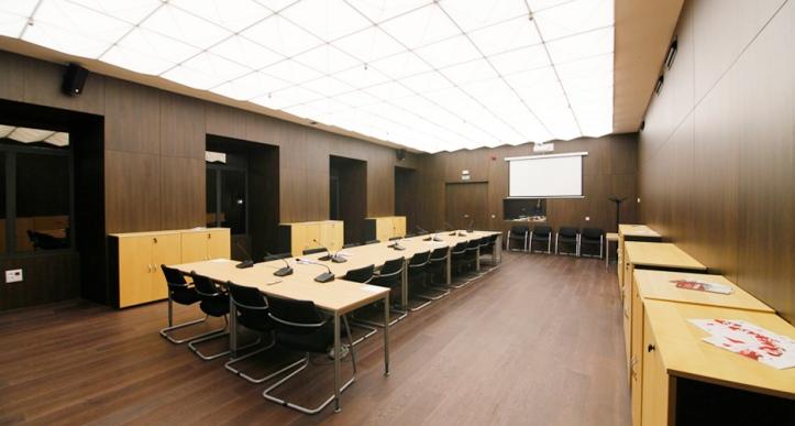 sala de audiencias grande (1)