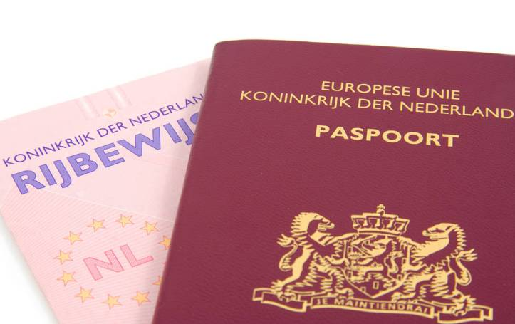 Dutch-passport-and-driving-licence-e1536730884668