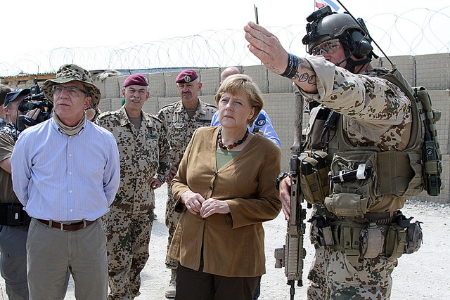 Merkel_Maiziére_Afghanistan-2013